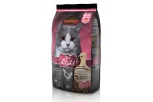 غذای خشک رژیمی لئوناردو مخصوص گربه های چاق و عقیم شده/ 2 کیلویی/ LEONARDO Adult Light